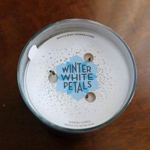 Bath & Body Works Winter White Petals 3-Wick